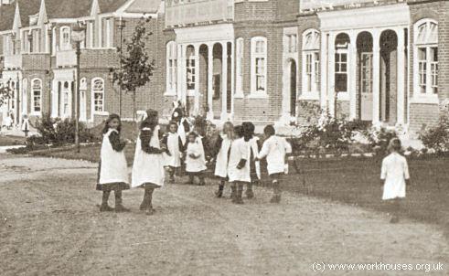 north stratford girls Stratford girls' grammar school (formerly stratford-upon-avon grammar school for girls) is a fully selective girls' grammar school in england situated in.