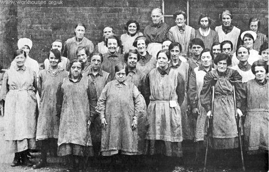 What did poor Victorian women wear?